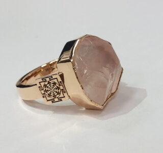 Золотое кольцо: розовый кварц с янтрой для баланса Духа и материи