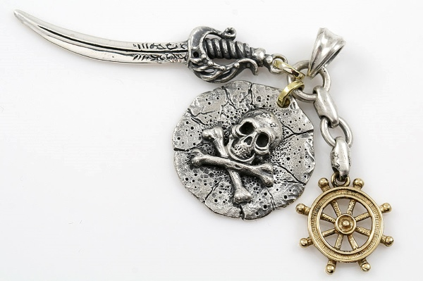 pirate-skull-bones-medallion